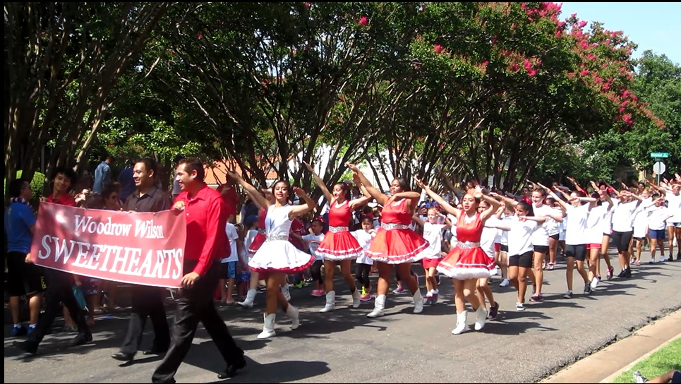 Cheer for the home team at the Lakewood Parade. Photo: Therese Powell